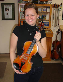 Vanessa Pravecek with violin